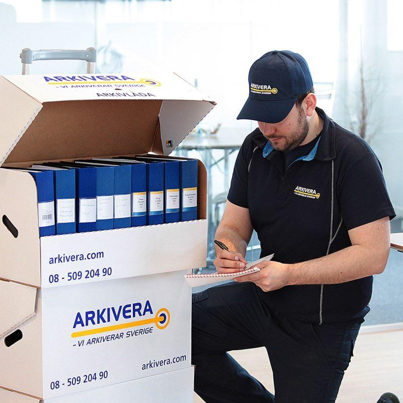 Vi erbjuder olika tjänster inom arkivering och våra kunder består av både företag, myndigheter och organisationer.